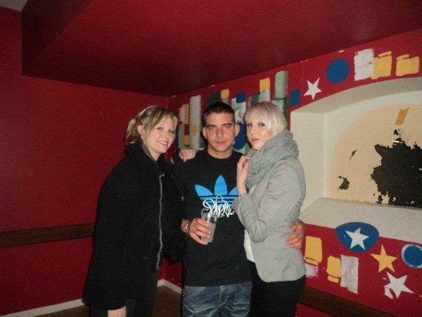Avec mes amis :)