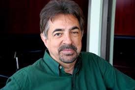 """Esprits Criminels - Joe Mantegna : """"Je suis toujours surpris par mon personnage après 8 saisons"""""""