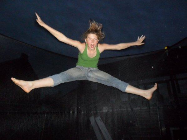 !  MOI  sur le trampoline !
