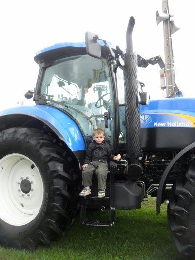 Journée à Libramont : Loic et les tracteurs