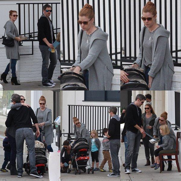7 Mars 2016 | Amy avec Darren et sa fille au nouveau restaurant de Jessica Biel