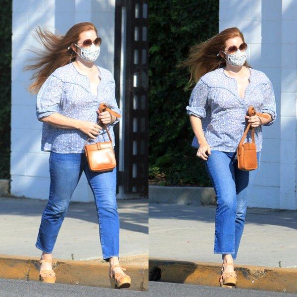 4 Septembre 2020   Amy quittant un salon de coiffure à Beverly Hills ♡