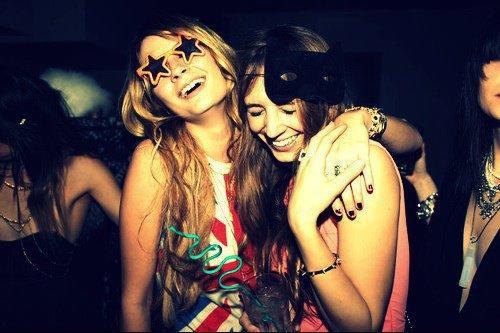 -Dans la vie les gens passent, viennent, partent et reviennent..Mais ils y a ceux qui sont différents et dont tu as l'ultime conviction qu'ils resteront auprès de toi pour toujours avec une amitié éternellement fidèle.
