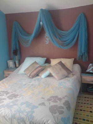 Chambre turquoise et marron, coin lit - D&CO