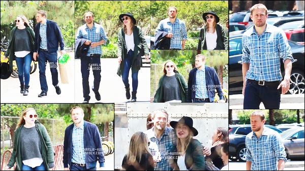 24.06.2018 : Charlie était avec sa chérie Morgana McNelis ont été aperçus dans Griffith Park à  Los Angeles