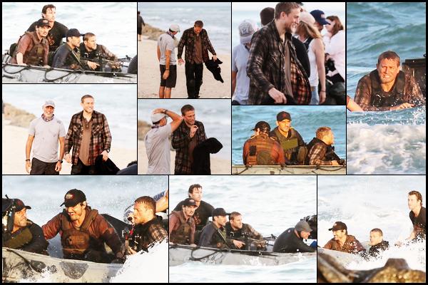 22.05.2018 : Charlie Hunnam était sur le tournage du film  « Triple Frontier »  sur la plage d'Oahu à Hawaï