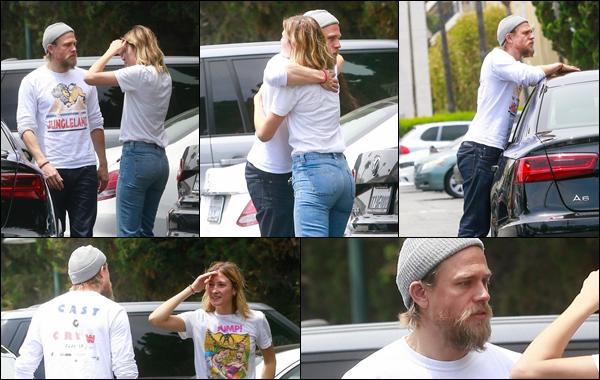 02.05.2019   ▬ Charlie Hunnam a été aperçu sur le parking du magasin « Bristol Farms » à West Hollywood Charlie Hunnam en ce début du mois de mai 2019 en a profité pour faire un calin et dire au revoir à une de ses amies