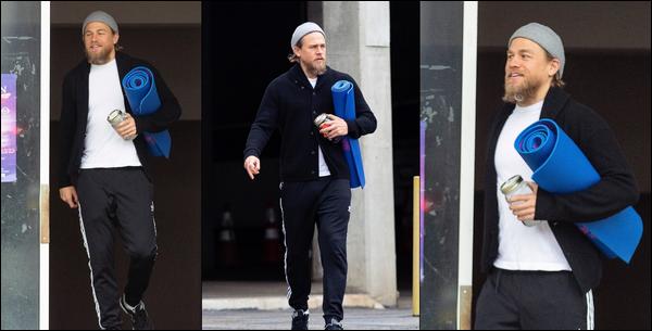 07.05.2019   ▬ Charlie Hunnam a été aperçu quittant son cours de yoga situé dans la ville de Los Angeles ... C'est tapis sous le bras que Charlie Hunnam ressort de son cours tout souriant et toujours vêtu de son bonnet gris