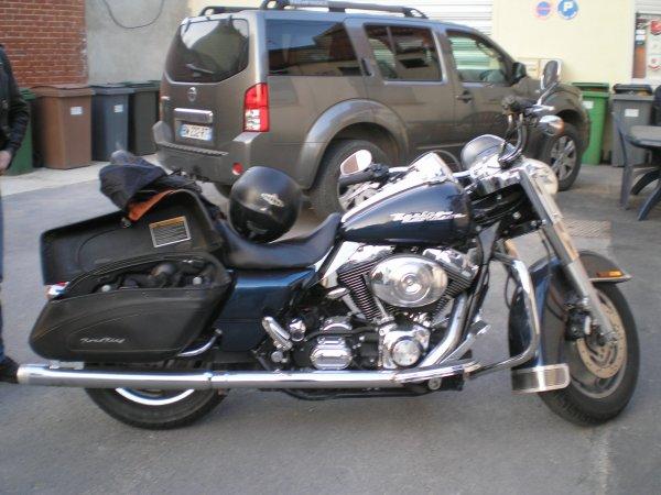 bonsoir a toutes et tous voici quelque photos de motos passé a mon bar et l'enseigne bisousss