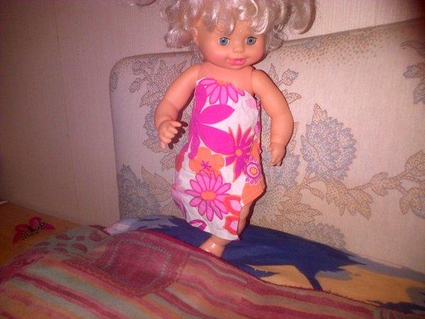 Ma toute première création: La robe à fleurs essayée par Gwendo.