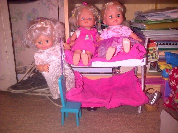 Les filles après une nuit dans leur lit !