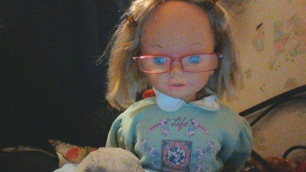 Lilly et ses nouvelles lunettes.