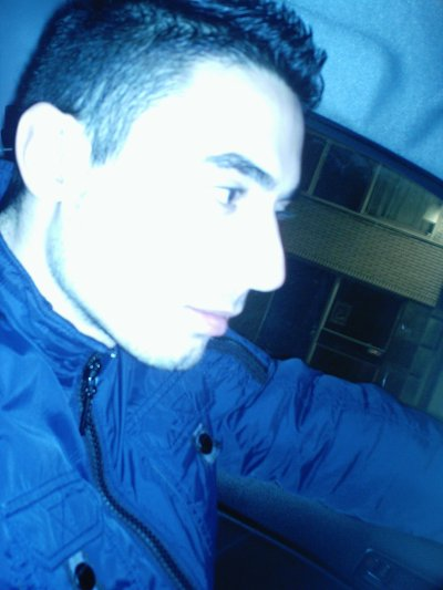 Je me perd en toi, ton regard me facine, le temp s'arrete quand l'amour prend racine...