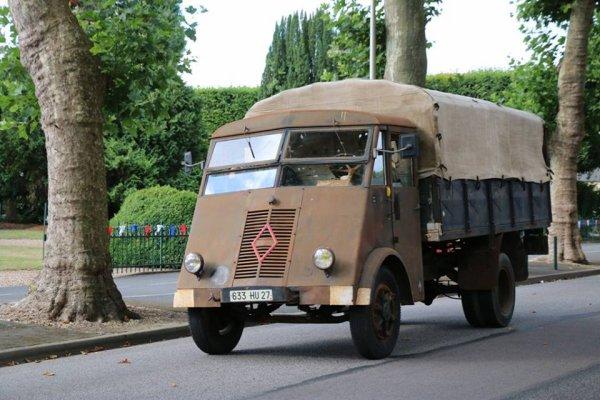 camions renault ahn  dans la rue