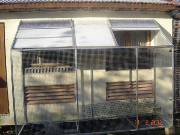 Voliere fait maison install e sur le compartiment des - Voliere exterieur fait maison ...