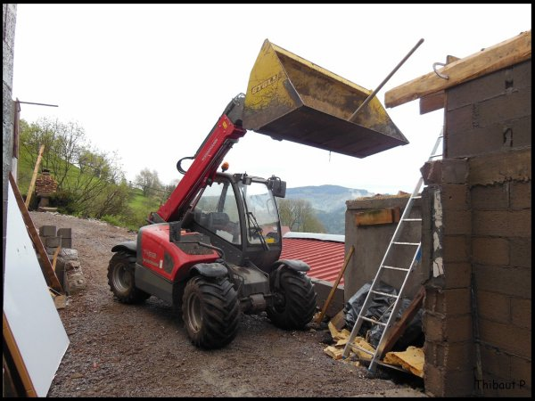 Deutz Fahr Agrotron 120 au béton