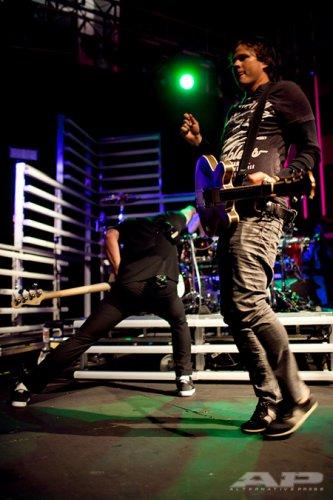 """Wow, blink-182 vient tourner en Europe cet été !!! 8D  //  """"Hallucinations"""", nouvelle chanson d'AvA ! :D        blinkeurs forever <3"""