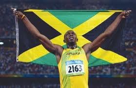 Usain Bolt avec le drapeau jamaicain