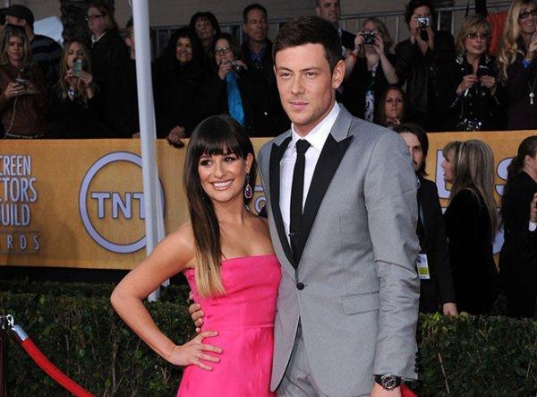 #RT pour Cory Monteith qui est mort le 13 juillet l'acteur de glee et sa petite amie Léa Michelle la pauvre