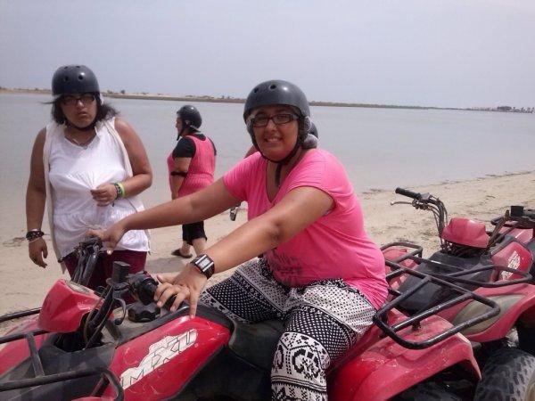 moi et ma soeur au quad en tunisie