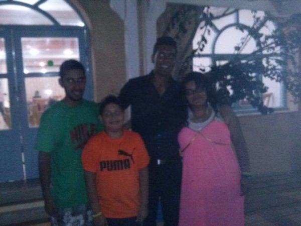 moi et mes frères avec un notre animateur de l'hôtel club djerba les dunes