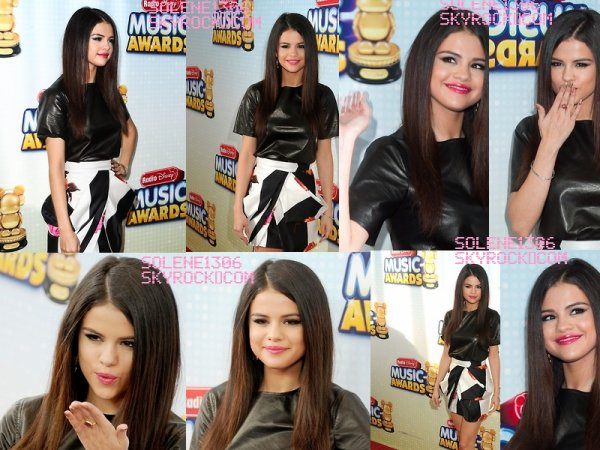 Divers + Selena arrivve a Good Morning America + Selena au disney music award + selena a une répét'