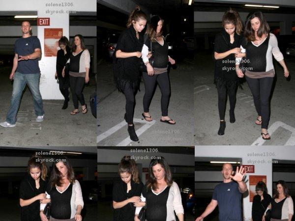 Selena gomez : Son album, Selena dans un parking souterrain avec sa mère & son beau-père sortant d'un cinema a L.A., Selena et David en Californie.