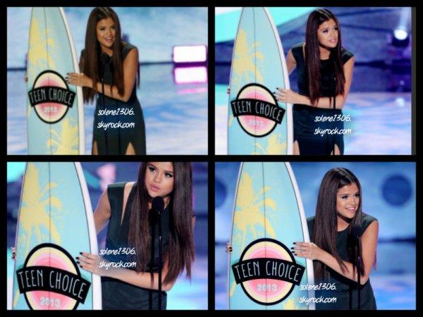 Le 11 aout 2013 : Selena été présente au TCA 2013