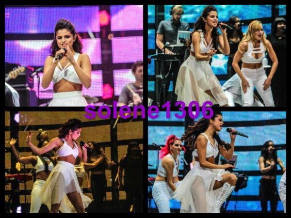 Selena gomez - concert•vidéo•candid•Adidas neo