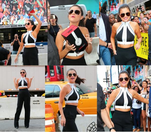 CANDID || Selena en pleine tournée des radios dans New York City ! ♥