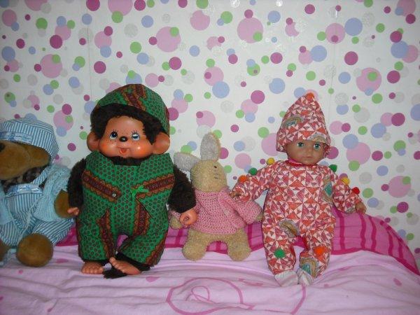 tenues pour les poupons et kiki  de ma petite fille