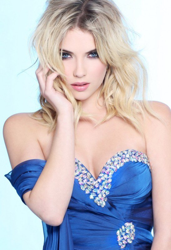 ••Ashley Benson a un photoshoot pour la marque FAVIANA