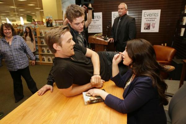 """Séance Dédicace chez """"Barnes & Noble"""" (Photo partie 2)"""