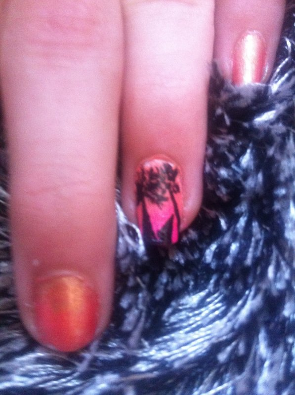 1er nail art (inspiration Tartofraise ) : Les palmiers