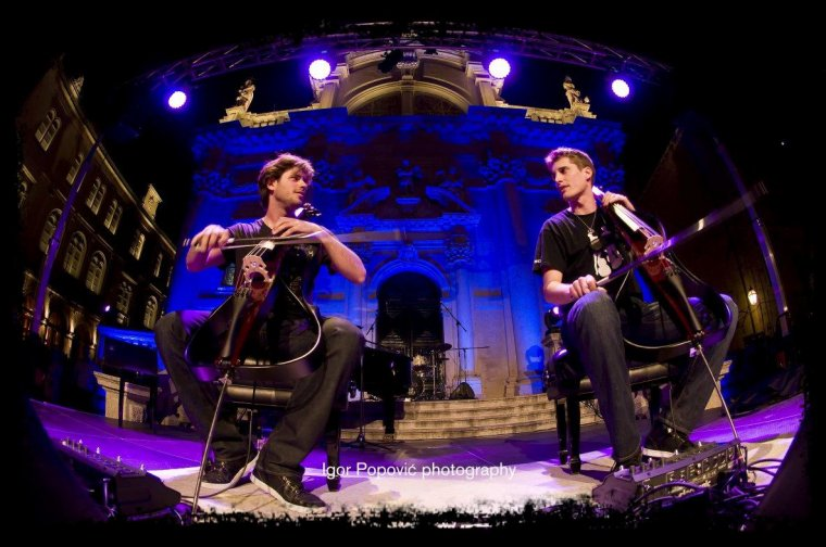 2 Cellos     The Trooper  ** { o } **  HighWay To Hell