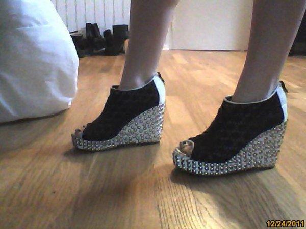 Chaussures cloutées compensées
