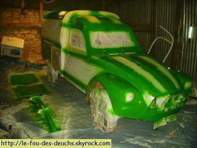 ... 1° couche de peinture verte ...