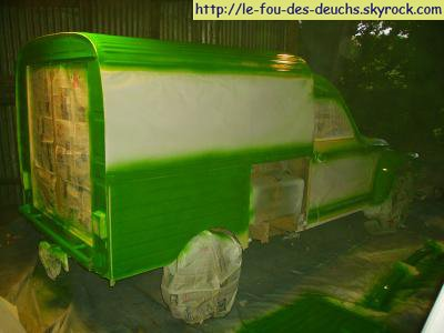 ... re-1° couche de peinture verte ...