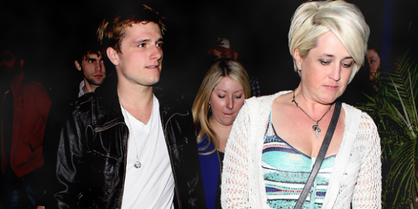 Le 11/03/2013 -  Josh, a été vue quittant le Pinz Bowling Center situé à Los Angeles !    TOP  ✰✰✰✰✰