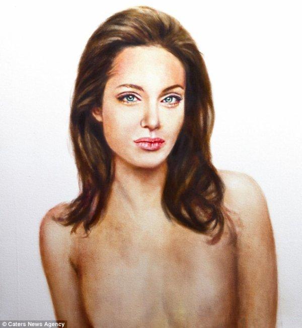 Un artiste peint Angelina Jolie sans poitrine
