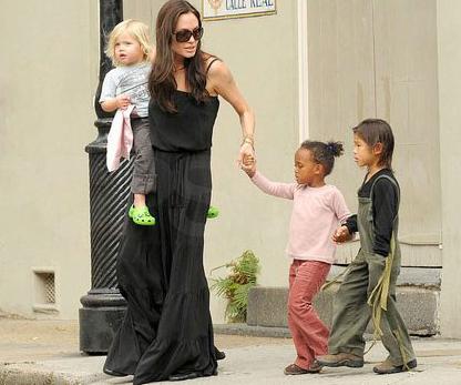 angelina et 3 de ses enfants