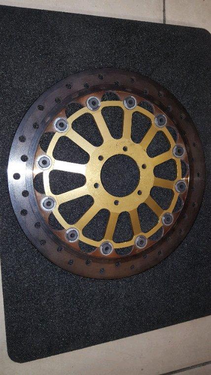 Vend Disque brembo semc diametre 290 honda rs nx4 2005..entraxe