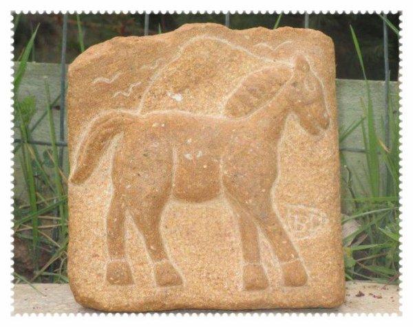 LUCKY le petit cheval en bas relief