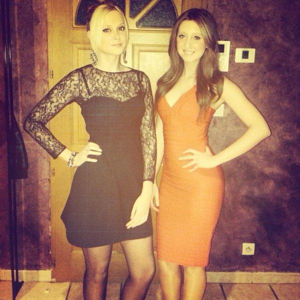 moi e ma soeur en robe noir :)