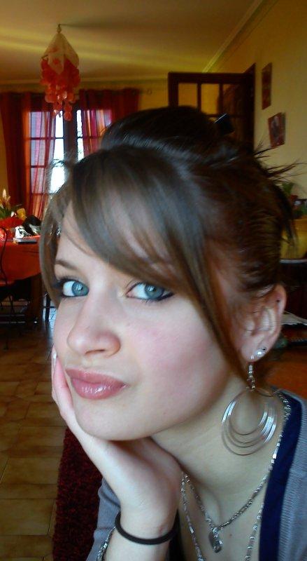 Noémie .. 18 Ans .. Portugaise .. Loches .. in Love x.lL
