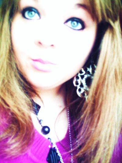 Tu veux que je range mes yeux révolvers ? Je sent que ton coeur se sent braqué ! :$ ♥