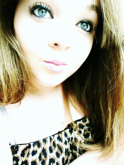 Je suis une femme méfiante et jalouse, une femme qui à été trahie et bléssé ne recherchant qu'à être rassurée..  ♥