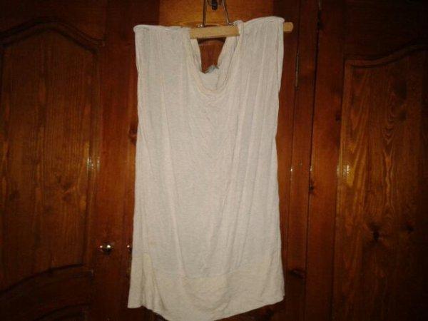 t-shirt beige taille M, va du 36 au 38 ,  elastique au niveau des hanches