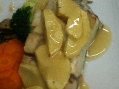 Ombrine Corse rotie sur peau en croute de pommes coulis au cidre