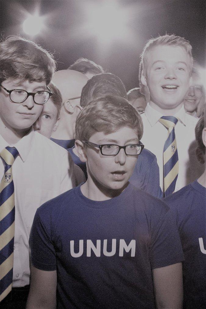 UNUM! Un groupe de louange chorégraphiée!